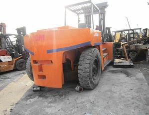 TCM FD200 utovarivač kontejnera